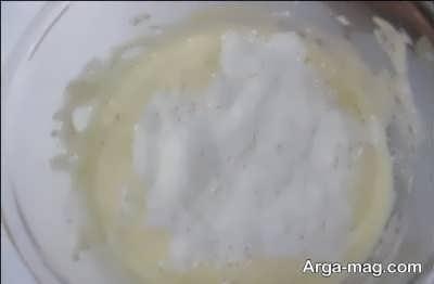 اضافه کردن آرد به مایه پنکیک
