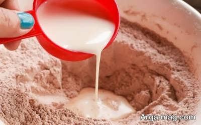 افزودن شیر به مواد خشک