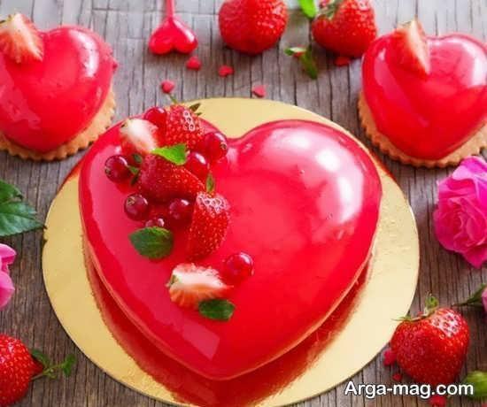 تزیینات کیک قلبی با میوه