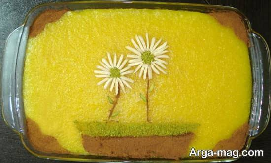 تزیین کردن شله زرد با پودر دارچین و پودر پسته
