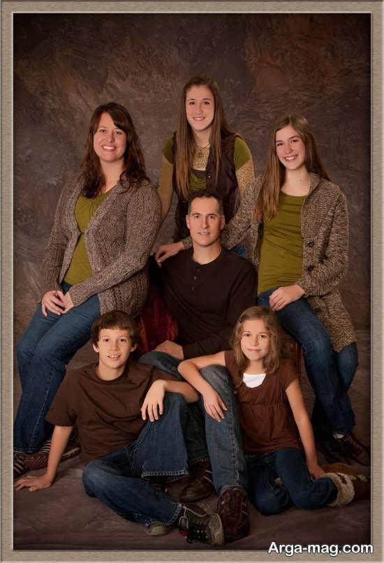 ژست آتلیه ای برای عکس خانوادگی