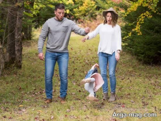 ژست گرفتن عکس خانوادگی در طبیعت
