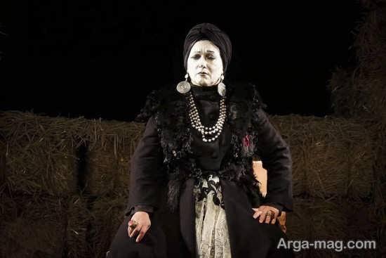 فریبا متخصص بر روی صحنه تئاتر