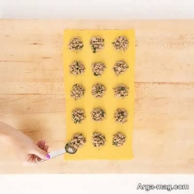 ریختن مواد در خمیر پاستا