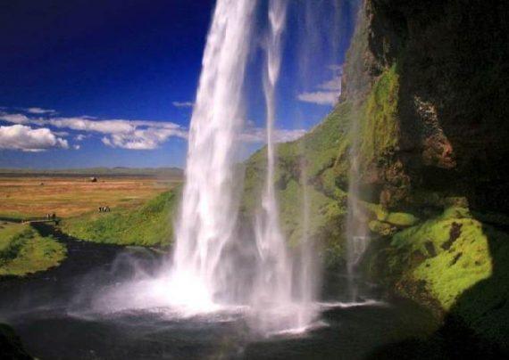 آبشاری جذاب در ایسلند