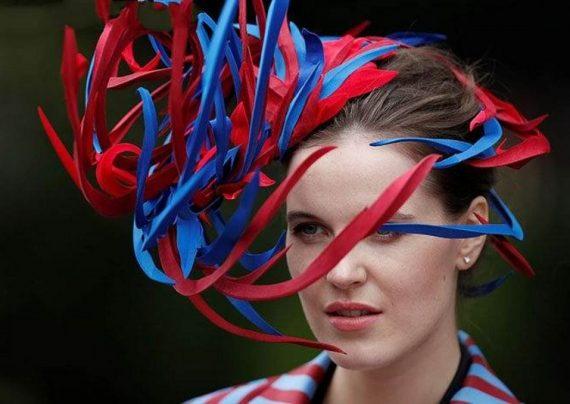 کلاه عجیب زنان در انگلیس