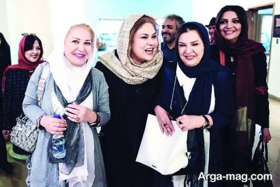 مهرانه مهین ترابی در کنار بازیگران زن تلویزیون