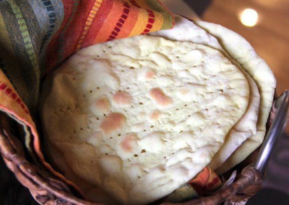 طرز تهیه نان قابلمه ای