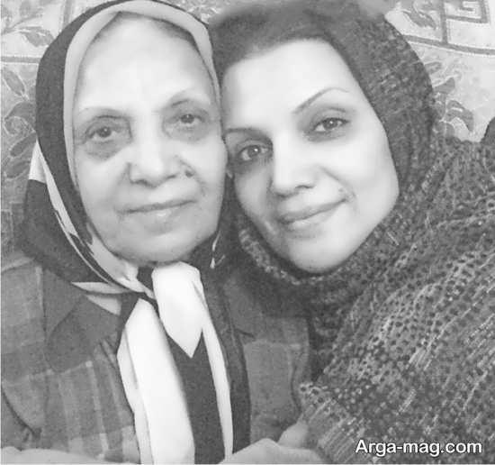 الهام پاوه نژاد و مادرش در یک قاب