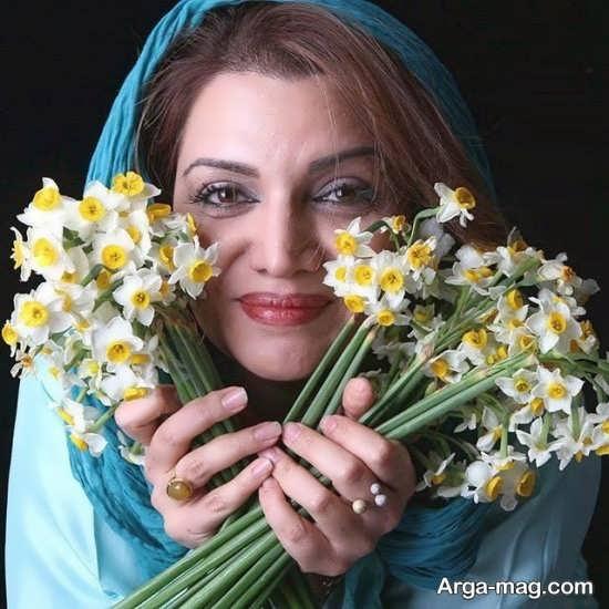 گلهای زیبای نرگس در دستان الهام پاوه نژاد