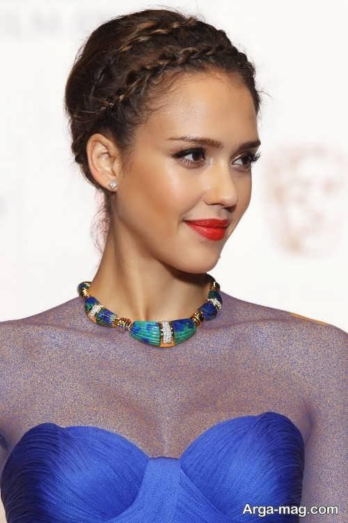 مدل آرایش صورت زنانه با لباس آبی