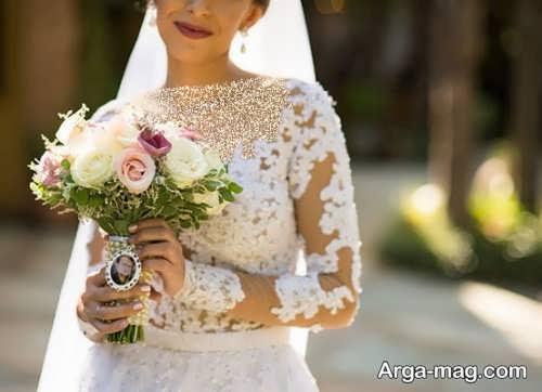 ژست ساده عروس با دسته گل