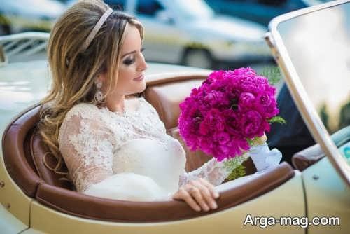 ژست عکس عروس با دسته گل در ماشین