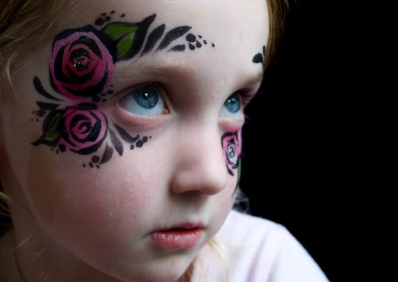 نقاشی روی صورت با طرح فانتزی کودکانه