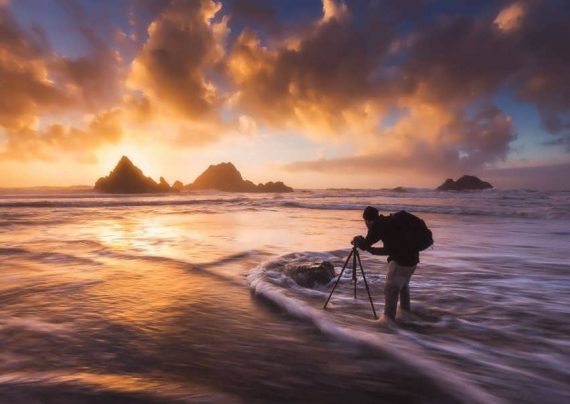 ژست عکس کنار دریا با ایده های حرفه ای