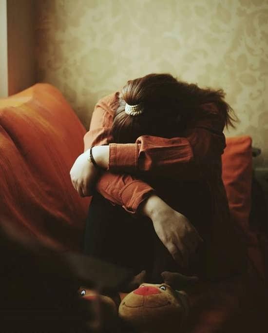 پروفایل دخترانه غمگین بدون نوشته