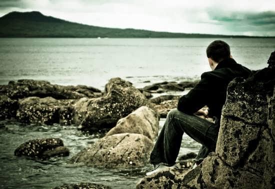 عکس احساسی بدون متن از پسر غمگین