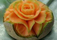تزیین زیبای طالبی به شکل گل