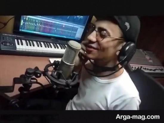 محسن ابراهیم زاده در حال ضبط موسیقی