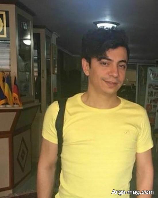 محسن ابراهیم زاده با تی شرت زرد