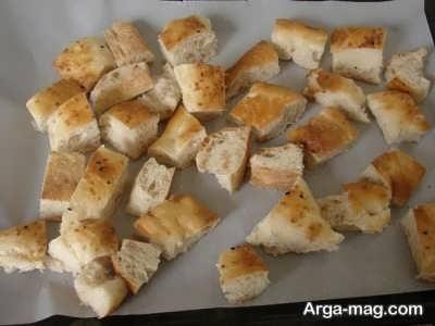 قرار دادن برش های نان درون فر