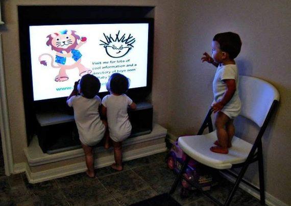 تلویزیون برای نوزاد