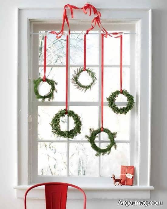 تزیین پشت پنجره با حلقه های گل