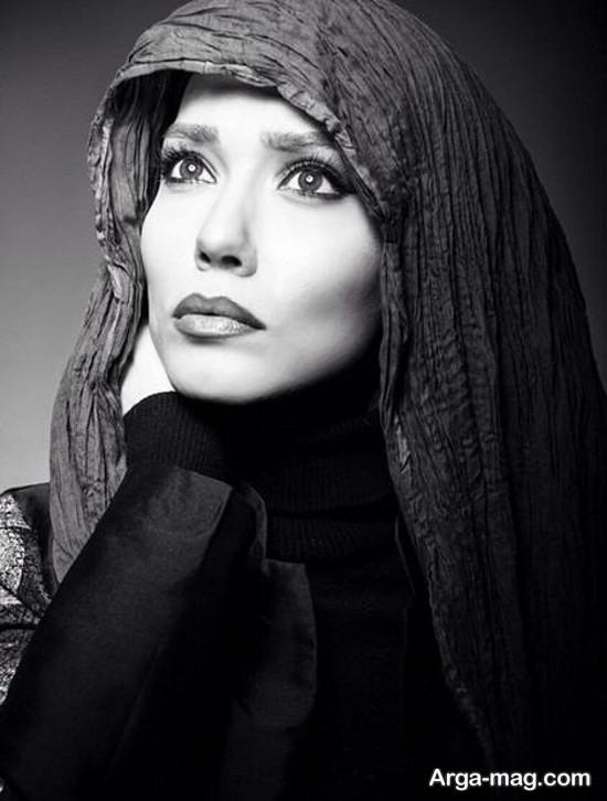 بازیگر زن در قاب سیاه و سفید