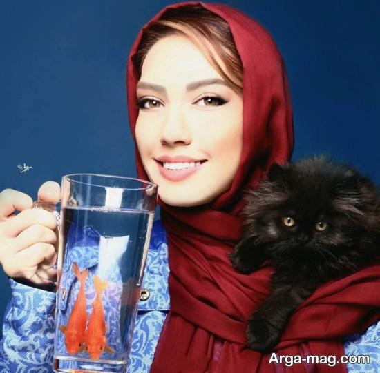 عکس شهرزاد کمال زاده با ماهی و گربه