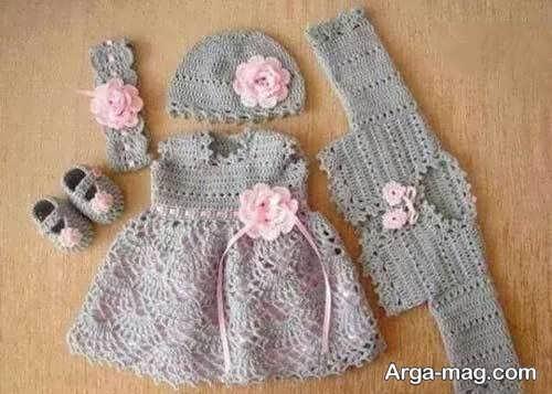 تزیین ست لباس نوزاد بافتنی