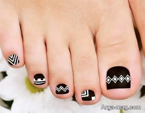 طراحی ناخن پا با لاک مشکی