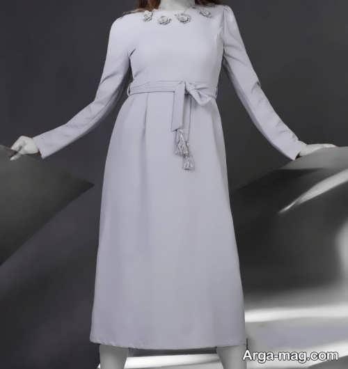 مدل مانتو بلند جلو بسته خاکستری روشن