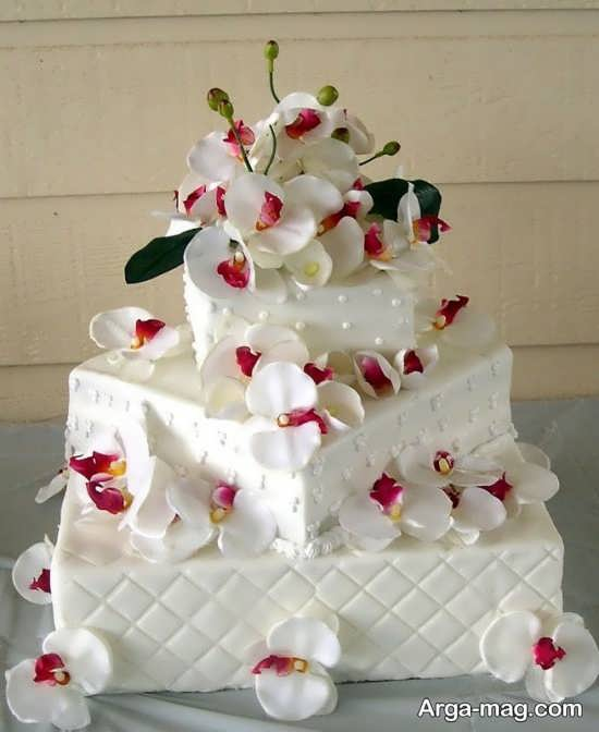 تزیین کیک عروسی با گل طبیعی