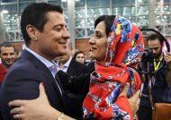 علیرضا فغانی در حال انجام حرکات بامزه
