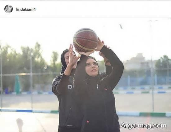 بسکتبال بازی کردن خانم بازیگر