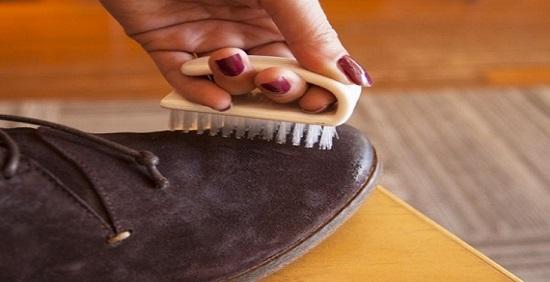 روش تمیز کردن کفش جیر