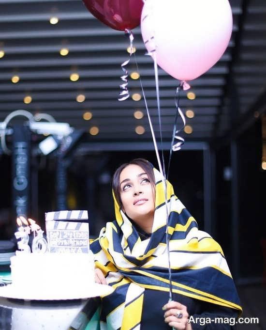 تیپ جذاب مونا شناس در جشن تولدش