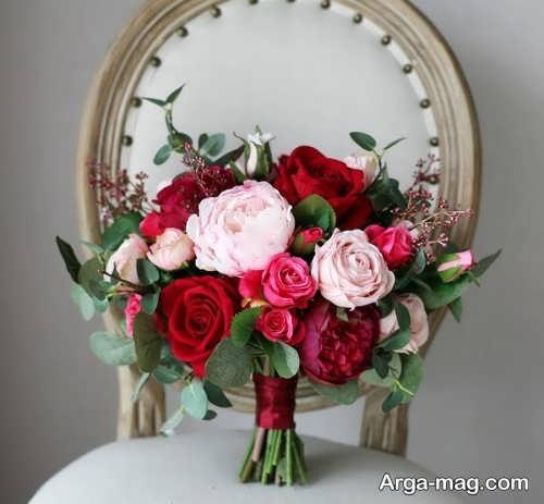 دسته گل صورتی و قرمز عروس