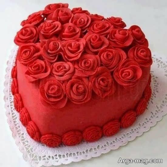 تزیین گل رز کیک تولد عاشقانه