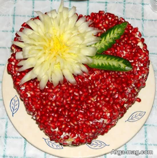 تزیین دانه های انار به صورت قلبی شکل