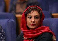 حدیثه تهرانی با مانتوی قرمز