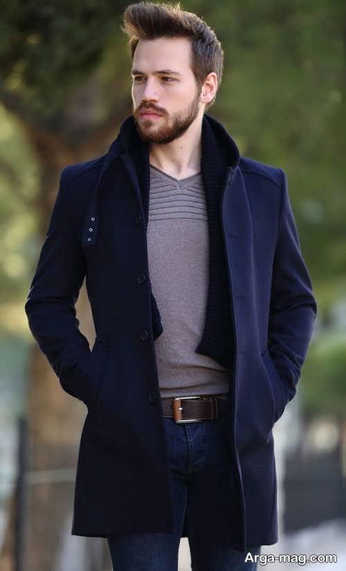 مدلی از پالتو مردانه