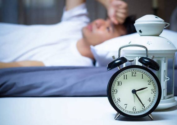 رابطه کم خوابی و کم آبی بدن
