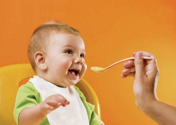 تغذیه نوزاد هشت ماهه