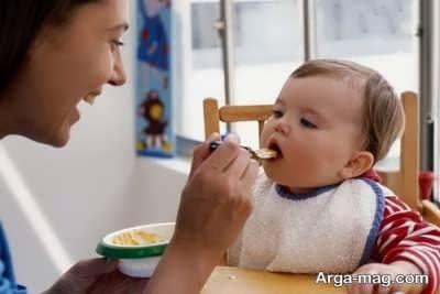 تغذیه مناسب نوزاد هشت ماهه