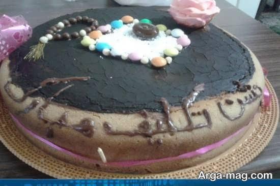 کیک جشن تکلیف تزیین شده