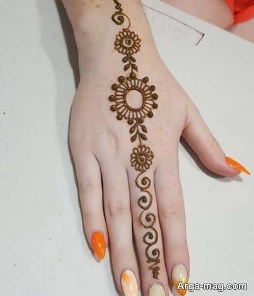 طرح زیبای حنا روی دست