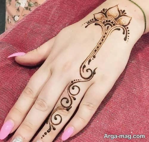 طراحی زیبا و جالب حنا روی دست