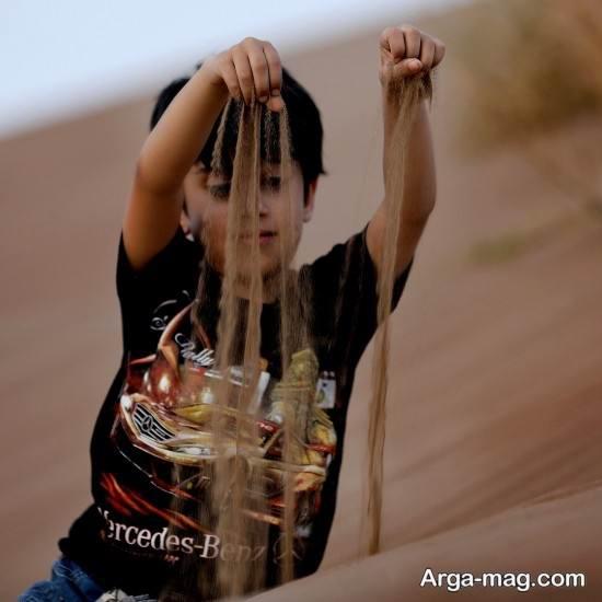 ژست عکس در کویر برای کودک