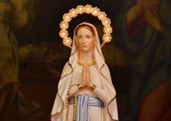 زندگی نامه حضرت مریم و توصیف خصوصیات بارز ان